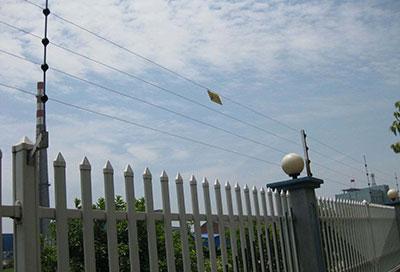 电子围栏垂直安装